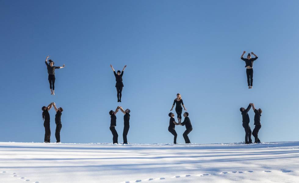 La compagnie française de cirque de danse Cie XY, dans une image promotionnelle de son assemblée Möbius.